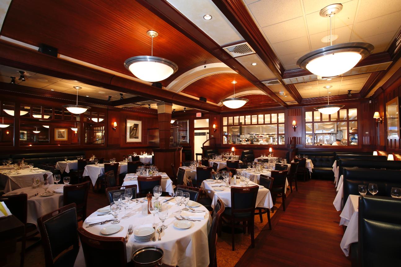 Best restaurants for valentine 39 s day dinner her campus for Fish restaurant boston